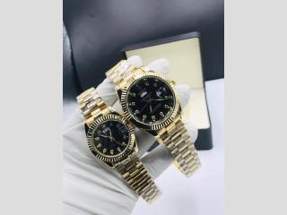 Montre Rolex couleur or, gris bleue disponible à Lomé
